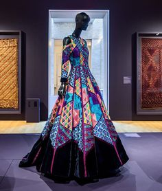 """Instagram by: philamuseum  Instagram caption: """"#ManishMalhotra is one of India's foremost costume and #fashion designers. The self-taught illustrator found his first success by styling #Bollywood film costumes. His notoriety in films led to the creation of his Mumbai-based haute couture label. Constantly inspired by the world around him, Malhotra combines traditional crafts with new silhouettes and fabric pairings to create truly contemporary designs. """"#Phulkari: The Embroidered Textiles of…"""