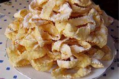 Bile tople ili hladne, kroštule su hrskave, mirisne i jako ukusne. Ovo tradicionalno prženo pecivo karakteristično je za hrvatske krajeve uz more - Istru, Primorje…