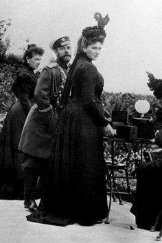Grand Duchess Maria Pavlovna, Tsar Nicholas II and Tsarina Alexandra in 1899. Alexandra was pregnant of Maria in this picture.