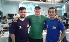Vinicius Yasuto Ikeda, Luiz Cesar Niehues (morador de BC, que também está participando) e o técnico Sunao Ikeda