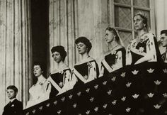 Queen Louise, Princess Sybilla and the Swedish princesses in court dress.