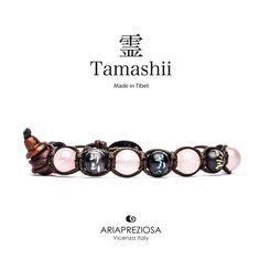 Tamashii - Bracciale originale tibetano realizzato con pietre naturali Quarzo Rosa e legno orientale autentico con SIMBOLI MANTRA incisi a mano