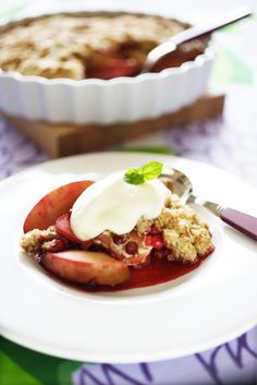 Omena-puolukkapaistos Breakfast, Sweet, Food, Morning Coffee, Candy, Essen, Meals, Yemek, Eten