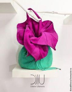 Купить или заказать сумка кожаная 'Торба-Орхидея' в интернет-магазине на Ярмарке Мастеров. 'Торба Орхидея' Вместительная сумка-торба для ежедневной носки и путешествий. Размеры: 47/33/30см. Способ ношения - на плече. Материал: кожа средней и повышенной плотности. Тип замка - шнур. Длина ручек регулируется. Внутри - 1 отделение и 2 кармана (на молнии и без).
