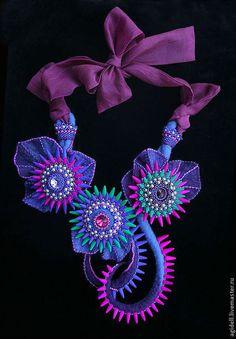 """Купить Комплект-трансформер """"Сиреневый сад"""" - синий, фиолетовый, шиповник, цветы, крупное колье, эпатаж"""