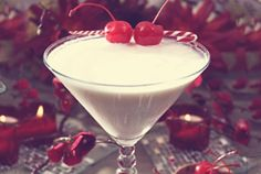 White Christmas Martini Recipe Cocktails, Beverages with vanilla vodka, amaretto, half & half, Mezzetta® Maraschino Cherries White Christmas Martini Recipe, Christmas Cocktails, Holiday Cocktails, Cocktail Drinks, Fun Drinks, Yummy Drinks, Alcoholic Drinks, Cocktail Ideas, Drinks Alcohol