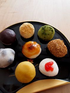 These look homemade and are therefore charming! :: 和菓子 wagashi