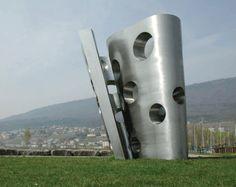 'Nr. 333' (2002). Stainless steel, 316 x 280 x 211 cm. By Carlo Borer Via www.sculpture.org