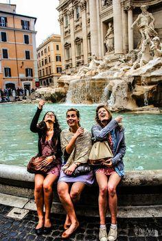 Rome, Trevi Fountain #Italy Suatu hari nanti, gua bakal ngelakuin hal ini di tempat ini bareng sahabat gua juga #ngimpi