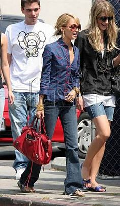 Paris And Nicole, Balenciaga Bag, Nicole Richie, Pop Culture, Boho, Leather Bags, Celebrities, How To Wear, Pictures