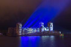 Valotaiteilija Kari Kola tekee viisi isoa valotaideteosta ja matkaa 3600 kilometriä yhdeksässä päivässä Suomen itsenäisyyden 100-vuotisjuhlien kunniaksi.