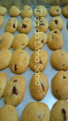 Biscoitos de goiabada. Marga, Churros, Croissant, Cake Cookies, Cupcakes, Pretzel, Brioche, Food To Make, Cheesecakes