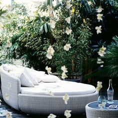 Cool Ideas for Daybed in the Garden – Aquabett by Source Outdoor - DIY Balcony Rattan Daybed, Outdoor Daybed, Outdoor Retreat, Rattan Garden Furniture, Balcony Furniture, Outdoor Furniture, Spa Interior Design, Small Space Bedroom, Aqua