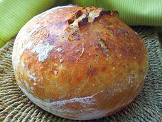 Suché ingredience promícháme, přilijeme syrovátku a promícháme. Vznikne lehce řidší těsto. U tohoto chleba jsem využila dnes již tradiční...