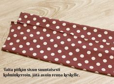 DIY Turbaanipipo rusetilla - Punatukka ja kaksi karhua Diy Baby Headbands, Turban Headbands, Turban Headband Tutorial, Kids Hats, Sewing Crafts, Barbie, Gaia, Handmade, Sewing Ideas
