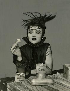 Valeska Suratt – silent film actress posing with garlic and limburger cheese. http://silenceisplatinum.blogspot.co.uk/2012/10/miss-valeska-suratt.html