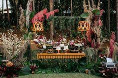 Fabiana e Evandro | O casal celebrou a união em uma linda cerimônia Naked Cakes, Table Decorations, Painting, Wedding, Wedding Inspiration, Pie Wedding Cake, Dream Wedding, Boho Wedding, Dress Wedding