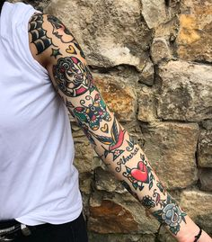 Rad work done by Neotraditionelles Tattoo, Tatto Old, Body Art Tattoos, Cool Tattoos, Sanduhr Tattoo Old School, Old School Tattoo Designs, Sleeve Tattoos For Women, Tattoo Sleeve Designs, Tattoos For Guys