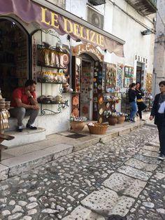 Centro storico di Peschici. Gargano. Puglia.