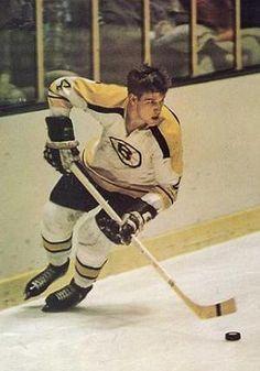 Bobby Orr of the Boston Bruins. Hockey Shot, Hockey Teams, Ice Hockey, Hockey Stuff, Sports Teams, Hockey Pictures, Sports Pictures, Hockey Boards, Bobby Orr