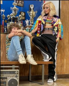 Gwen And Blake, Gwen Stefani Style, Famous Singers, Sequin Skirt, Sequins, Street Style, Celebrities, Skirts, Photos