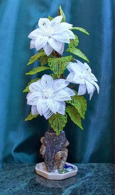 What an amazing collection of photos of beaded flowers. Not all in the french method but still inspiring! I wanted to pin every one! Beaded Flowers Patterns, Crochet Flowers, Beading Patterns, Seed Bead Flowers, Wire Flowers, Seed Bead Crafts, Beaded Crafts, Flower Crafts, Flower Art