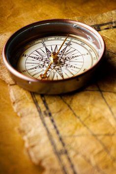 Mosiężny kompas żeglarski, marynistyczna dekoracja, żeglarski prezent, Sklep.marynistyka.org, Marynistyka.eu