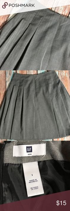 """GAP Gray Herringbone Skirt - 1 Beautiful lined skirt in excellent condition.  Waist is 27"""", and length is 21"""".  Pleated all the way around.  SK0093 GAP Skirts Midi"""
