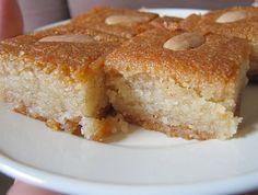 מתכון לעוגת הסולת הטבעונית של דודה של אסי עזר - דודה יפה. עוגה מתוקה וזריזה – לגמרי לא לטבעונים בלבד