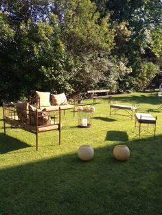 Espacio para aperitivo en el jardín, ideado por Nuovi Piatti