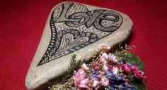 """Valentinstagsgeschenke - Bemalter Stein """"LOVE"""" nach Zentangle® -Art  - ein Designerstück von PetiteMaman-Atelier bei DaWanda"""