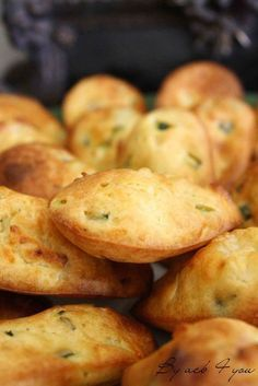 Recipe of savory madeleines with goat cheese and zucchini- Recette de madeleines salées au chèvre et courgette I continue with the appetizers and I suggest … - Cooking Time, Cooking Recipes, Quick Healthy Breakfast, Healthy Snacks, Appetisers, Antipasto, Savoury Cake, Finger Foods, Appetizer Recipes