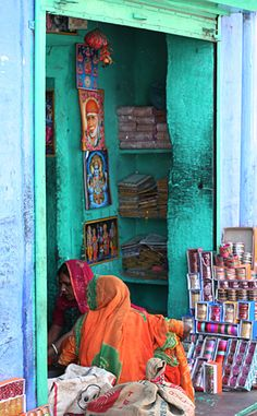 Beautiful Bangle Shop in Jodhpur, India. Can never have enough bangles!