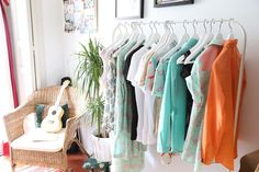 En el estudio de Planet Palmer, la marca de Brianda Fitz-James Stuart: Colores variados, minerales y flamencos