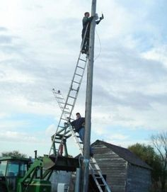 Ladder safety #fail - too many issues here, look away!