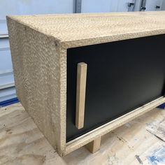 Diy Furniture Plans, Kitchen Furniture, Toilet Shelves, Diy Storage Bench, Modern Door, Carving Tools, Woodworking Tips, Sliding Doors