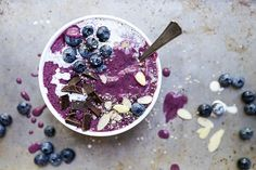 Blueberry-Avocado Smoothie Bowl | www.floatingkitchen.net