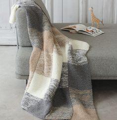 Enveloppez-vous de douceur et de chaleur, le tout avec énormément de style, avec ce modèle de plaid tricoté en ' Phil-Looping ', coloris Flanelle, Craie et Biche.Modèle N°16 du mini-catalogue N°602 : Automne/Hiver 2015, Spécial Déco.
