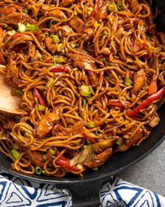 Hoisin Chicken with Noodles – tender strips of chicken breast and vegetables with egg noodles all coated in a delicious Hoisin Sauce. #slimmingworld #weightwatchers #chicken #noodles #hoisin #chinese Healthy Chicken Recipes, Healthy Dinner Recipes, Vegetarian Recipes, Cooking Recipes, Chicken Mushroom Recipes, Chef Recipes, Healthy Food, Indian Food Recipes, Asian Recipes