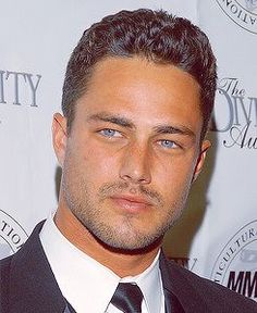 taylor kinney - chicago fire: