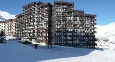 Studio Tignes Le Lavachet Tignes Studio Tignes Le Lavachet offers accommodation in Tignes, 300 metres from Paquis Ski Lift and 400 metres from Chaudannes Ski Lift. The unit is 600 metres from Espace Killy.  The unit is fitted with a kitchenette equipped with kitchenware.
