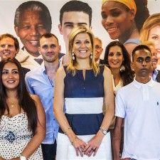 DEN HAAG - Koningin Máxima bezocht vrijdagmiddag de Buzinezzclub in Den Haag. De organisatie begeleidt jongeren van 17 tot 27 jaar vanuit een uitkering naar werk, een opleiding of een eigen bedrijf. De Buzinezzclub is deelnemer aan het Oranje Fonds Groeiprogramma.