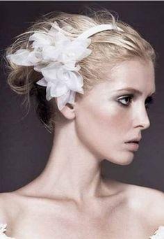 Efektowna fryzura ślubna