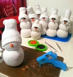 handmade sock snowman craft tutorial - sooooooo easy & fun!