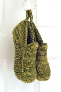 Knitting Patterns Free, Knit Patterns, Free Knitting, Knitting Socks, Baby Knitting, Knitted Slippers, Knit Slippers Pattern, Paintbox Yarn, Yarn Brands