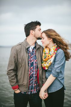A Lakeside Engagement Session by Loft Photographie