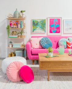 Ideas bedroom interior pink couch for 2019 Room Rugs, Rugs In Living Room, Colorful Decor, Colorful Interiors, Bright Decor, Rosa Couch, Diy Room Decor, Bedroom Decor, Deco Studio