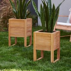 Give your front porch a face-lift with the MoDRN Elevated Teak Planter . Constructed entirely of teak wood, this planter is naturally weather resistant. Rectangular Planters, Square Planters, Wood Planter Box, Raised Planter, Indoor Planters, Diy Planters, Large Backyard, Plant Shelves, Orchid Care