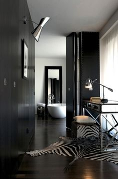Home Office Design Ideas ~love this room ! Interior Design Vintage Welby starburst clock at Club Moderne. Style At Home, Interior Architecture, Interior And Exterior, Dubai Architecture, Black And White Interior, Black White, Matte Black, Dark Interiors, Beautiful Bathrooms