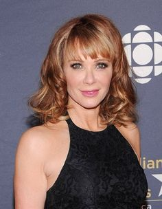 Lauren Holly Medium Wavy Cut